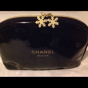 Chanel beauty large makeup bag winter snowflake